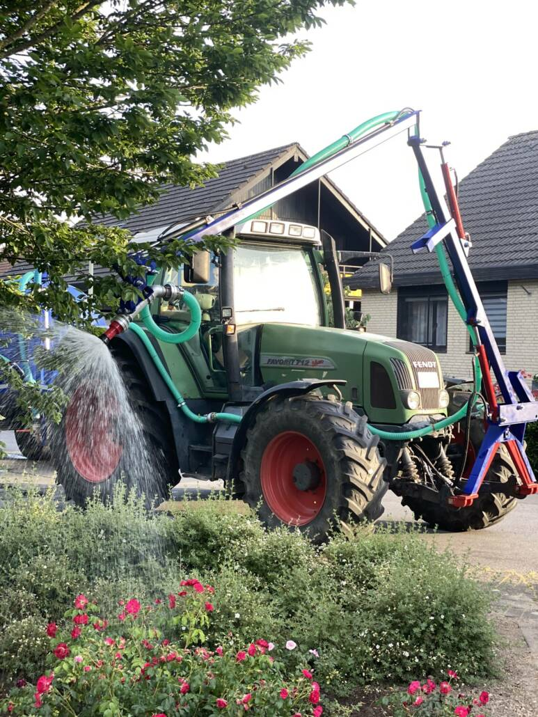 Bewässerung von Grünanlagen mit unserem Spezialfahrzeug